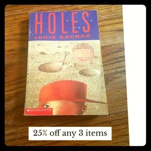 Holes Accents - Holes by Louis Sachar